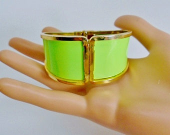 Vintage Lime Greenery Enamel Clapper Cuff Hinged Bracelet Bangle 60's Pop Art Retro Chic Modernist Mod Space Age Summer Fun Runway Statement