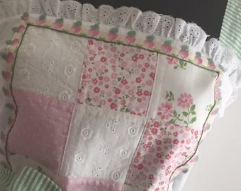 Soooo Feminine - Lace, Embroidered Trim, Eyelet, Quilted Woman's Retro Look Apron