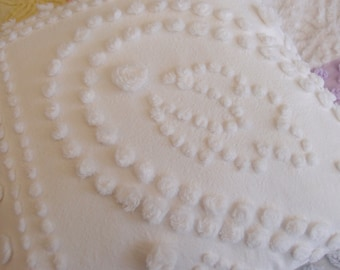 "Vintage Chenille Pillow 16"" x 16"" in a white handmade hand-tufted popcorn pattern - P104"