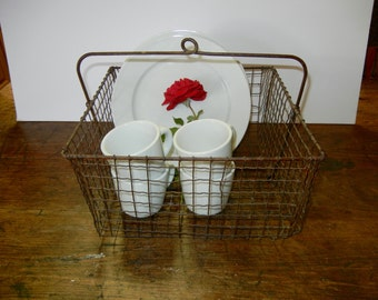 Nifty Old Wavy Wire Industrial Basket Kitchen Storage, Books, Towels, Display