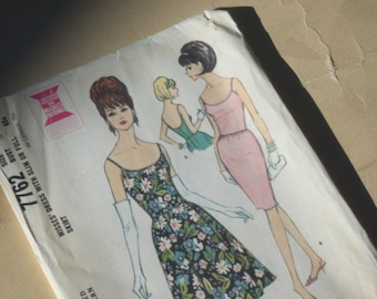 Retro 60's Slim or Fitted Skirt Dress with Spaghetti Straps Pattern / Size 18 / UNCUT