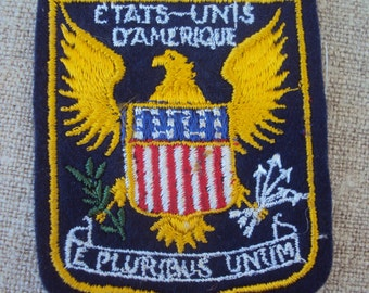Vintage 50s American  Flag with Eagle and the words ETATS-Unis E PLURIBUS Unum Sew On Patch