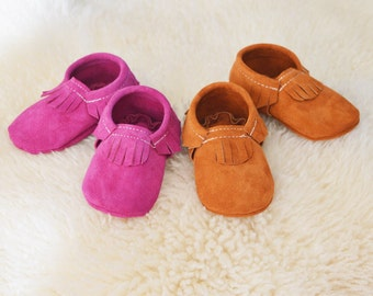 Fuchsia suede leather moccasins
