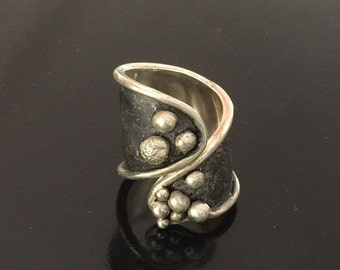 Sterling Silver Ring with Balls and Oxidization - Size 7