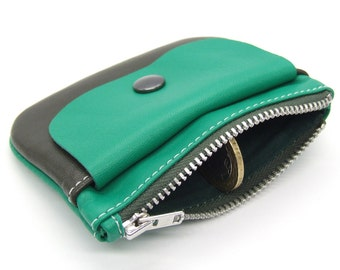 Leather zip purse in green