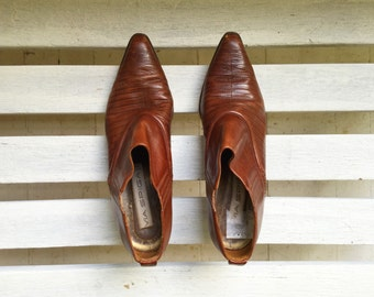 Reserved for 24 hours ..... Vintage brown leather winklepickers, ankle booties, slip on heels, women's shoes size 8, 9
