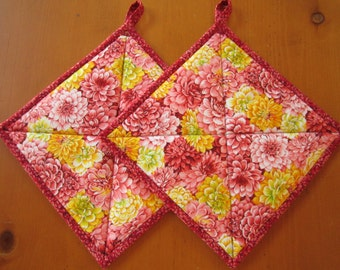 Pot Holders Set of 2, Flowers, Dahlia Potholders, Potholders, Hotpads, Hot Pads, Kitchen, Handmade