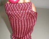 Knit fingerles gloves with graphic design