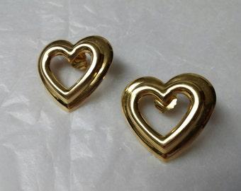 Avon Fashion Heart Pierced earrings 1992 original box Valentine