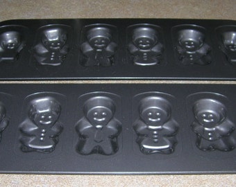 2 Wilton Baking Pans Non Stick Ultra Gingerbread Family Shortbread Cookies Cake Chocolate Molds