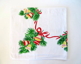 Vintage Tablecloth / 1940s Fabric 1950s Tablecloth / Novelty Print Fabric / Christmas Print / Terrycloth Fabric / Christmas Tablecloth Terry
