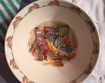 Vintage Child's Bowl Bunnykins Playing Dress Up Royal Doulton Made in England #3591