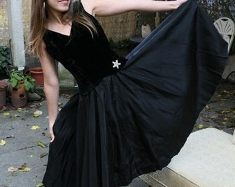 SALE Vintage 50s 60s Party Dress: Holiday Cocktail Black Velvet and Taffeta Small
