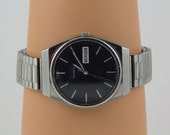 Vintage Seiko wrist watch, Mens Expansion band, Stainless Steel Quartz Japan 961144, Vintage excellent working condition, Day and Date