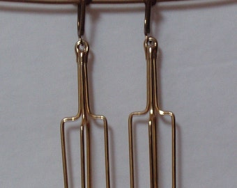 Vintage Egg Beater gold tone clip on Earrings from 1970s