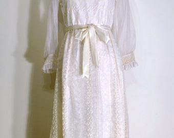 SUMMER HEAT SALE Vintage 1950s Dress - 50s Evening Gown - White Floral Eyelet