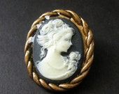Black and White Cameo Cabochon Shank Button. Rope Frame Cameo Button in Bronze. Resin Button - 35mm x 28mm  (Qty 1)