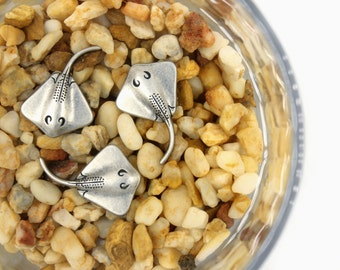 Metal Buttons - Stingray Antique Silver Metal Shank Buttons - 0.87 inch - 6 pcs