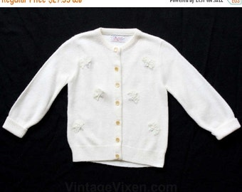 Size 2T Girl's Sweater - Wonderful 1950s Girls White Cardigan with Lace Fans - Toddler Spring 50s Button Front Acrylic Knit - 29801