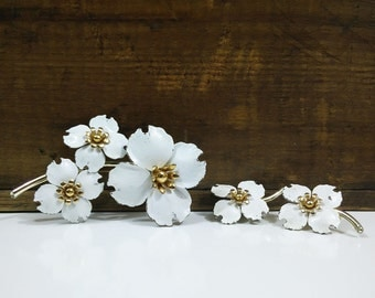 Emmons White Flower Brooch & Earrings Set / Vintage Costume Jewelry