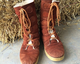 Vintage 70s Moccasin Boots // Brown Suede Lace Up Boots // Faux Shearling Inside // Size 9