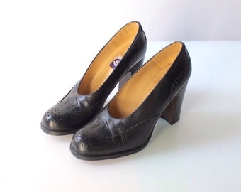 Vintage Wing Tip Pumps with Chunky Stacked High Heels // Black Leather High Heels // Womens Size 7 // 37