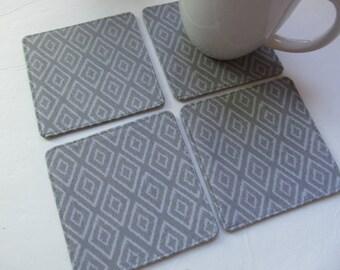 Set Of 4 Fabric Coasters/Gray Diamond