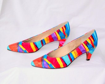 Vibrant Rainbow Splash Fabric 1980s Pumps by Life Stride - Shoe Size 7 (USA) - Excellent Condition