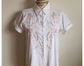 Vintage 90s white ss blouse with floral embroidery