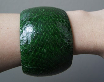 Vintage Snake Skin Bangle Extra Wide Emerald Green Thick Bracelet Snake Cuff Wide Cuff Chunky Bracelet Snake Jewelry Green Cuff Wide Bangle