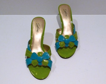 Daisy Sandals Vintage Turquoise Blue and Lime Green Mod Flower Slides Pop Art Mules Size 8.5 Kawaii 1990s does 1960s Cute Slip On Shoes