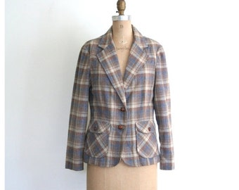 SALE / 70s muted plaid ladies professor blazer - wide lapel / 1970s preppy jacket - campus style / prep - braided leather buttons