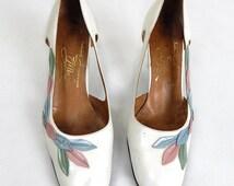 Original 60s/70s Vintage White Leather Cut-Out Court Shoes UK Size 7