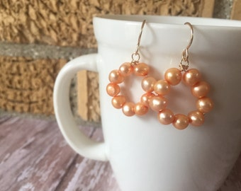 Peach Pearl Hoop Earrings, Pearl Statement Earring, Fresh Water Pearl Earrings, Circle Pearl Earrings, Pearl Earring, 14K Gold Filled