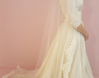 """Style - 333  diamond color alencon lace 108""""veil"""