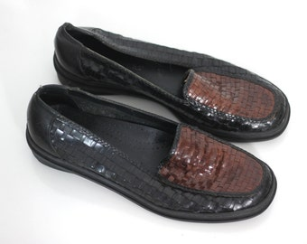 Unique Leather Loafer Shoes Vintage 80s 90s Black Brown Woven Basket Weave Worn In Womens Driving Shoe Flat Shoes 8.5 9