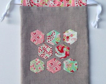 Appliqued linen drawstring bag - fabric and reusable - Hexagons - fully lined