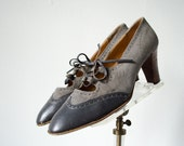 1970s vintage shoes / gray suede wingtip heels / 1920s style shoes / size 7.5
