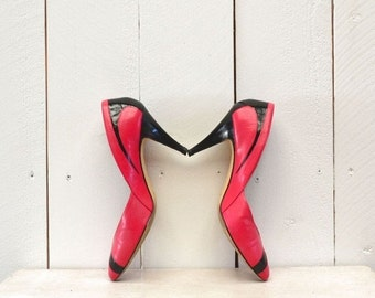 1980s High Heels Vintage Hot Pink Black Patent Leather Striped Pumps Size US 7 1/2
