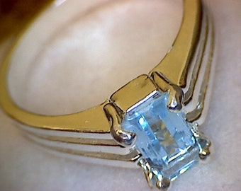 Beautiful Aquamarine Tri-Ribbed Ring