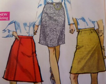 """1968 Classic A-Line or Straight Skirt Pattern Simplicity 7995 Miss Waist 31"""" Hip 42"""". Paneled A-LINE SKIRT PATTERN & More at WhiletheCatNaps"""