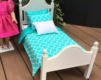 American Girl Doll: Furniture, Classic Elena doll bed with aqua quatrefoil bedding