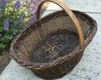 Beautiful Vintage Gathering Basket Pegged Handle