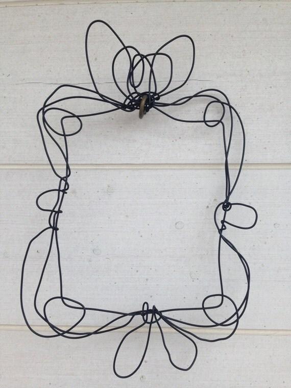 Articoli simili a Cornice in filo di ferro da appendere - Cornice in metallo ...