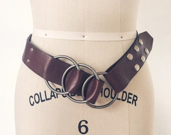 Vintage 1970s Belt / 60s 70s Leather Belt With Metal Hoops and Snaps