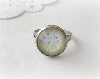 Silver Round Pale Yellow Cupcake Ring