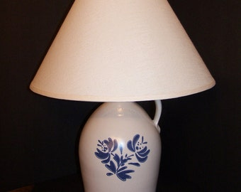 "Pfaltzgraff ""Yorktowne"" Lamp Jug Stoneware Gray Blue Flowers Large Electric Table Lamp"