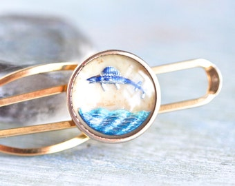 Gone Fishing - Intaglio Glass Fish Stratton Imitation Tie Clip - Made in England - Pat 664.172 - Reverse Carved Nautical