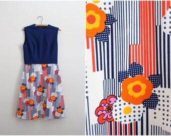 60s Mod Mini Dress / Navy Blue / Floral Novelty Print / 1960s Dress / Size S/M
