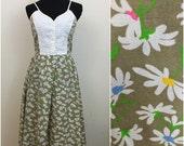Sunny Shoulders // 1960s 1970s Tan Floral Daisy Sundress